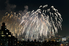 4th of July 2017 Macy's Fireworks-95 (Diacritical) Tags: brooklyn nycmacys nikond4 pattern 70200mmf28 30secatf71 july42017 85410pm f71 195mm 4thofjuly fireworks macysfireworks nyc night skyline