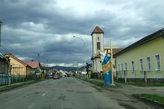 Вели́кий Бере́зний (8pl) Tags: вели́кийбере́зний ukraine village transcarpatie statue religion clocher église route trottoir maisons bâtiments voitures ligneélectrique poteau lampadaire croix