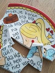 Roddelscherven (de Muur van Geluk) Tags: denbosch shertogenbosch muur scherven scherf geluk porselein frommyiphone demuurvangeluk mozaiek