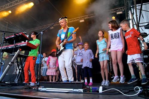 De fleste barn liker sanger - enten de blir sunget for eller synger selv!