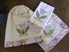 Capa de Bambona , pano de prato e toalha para o fogao (Patchwork Sonia Ascari) Tags: flores de patchwork cozinha molde tulipa tecidos patchcolagem panodeprato cantomiltrado capadebambonadegua