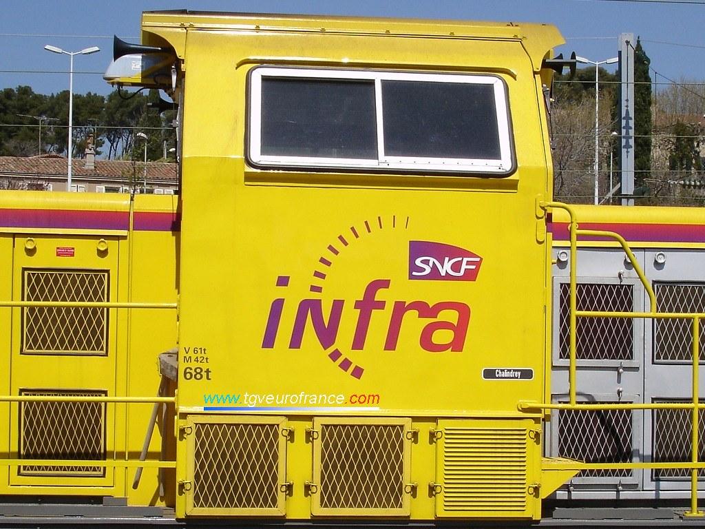 Vue détaillée du logo de l'activité Infra de la SNCF