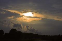Die Wolke des Khlturms des Kern-Kraftwerks Lingen SPB_7945 (Chironius) Tags: sunset sky clouds germany atardecer deutschland abend zonsondergang tramonto nuvole sonnenuntergang dusk himmel wolke wolken nuclear ciel cielo alemania dmmerung powerplant dwr kraftwerk nuage crpuscule allemagne industrie nube hemel germania gegenlicht schemering crepuscolo emsland gkyz lingen  abenddmmerung pwr kke niedersachsen kernkraftwerk  rwe kkw akw  atomkraftwerk   pressurisedwaterreactor konvoianlage