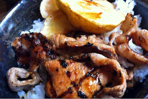 美幌食堂で豚丼。山ワサビ美味い!
