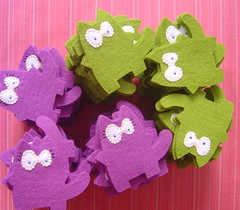 Wedding Metucats In process 3 (Susan Accessories) Tags: birthday new original wedding cats cute love kids blog susan handmade web boda creative artesanal kitty gatos felt made ute gifts gift surprise online present chicas feltro lovely process ideas regalo foryou recuerdos bodas sorpresa cutes regalos artesano creativo sorteo madewithlove fieltro withlove artesana fetama susanaccessories susanacc