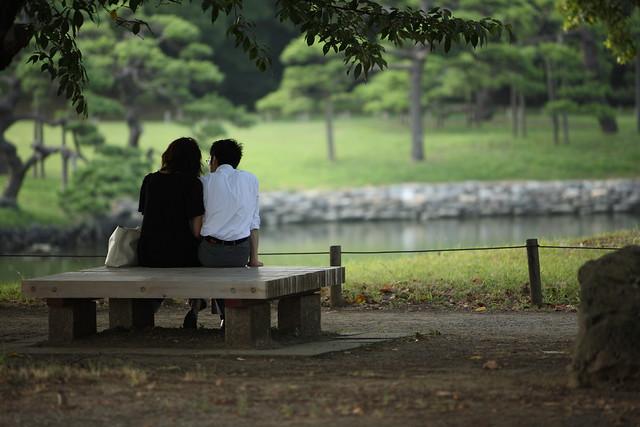 池端のベンチ