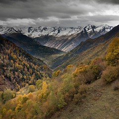 Pyrenees (Julio López Saguar) Tags: autumn naturaleza mountain nature landscape paisaje valley otoño pyrenees montañas pirineos arán vallearán juliolopezsaguar