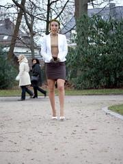 promenade dans le parc (VirginieJ.) Tags: arm disabled armless hooks amputee dbe prosthetics crochets prothèses armamputee amputée handicappée