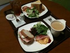 ラヴァンデリで朝食