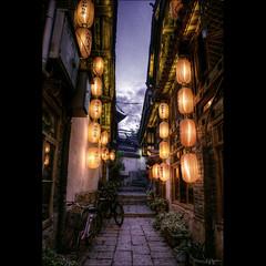 They were common (Kaj Bjurman) Tags: china old dark eos lights town yunnan hdr lijiang kaj cs4 photomatix bjurman
