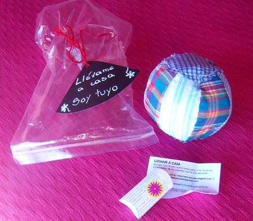 pelota con sonaja by zidarta_ac.