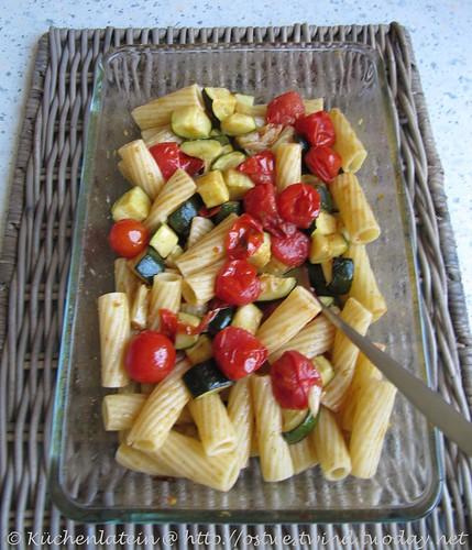 Tortiglioni mit gerösteten Zucchini, Tomaten & Knoblauch