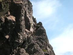 Sommet du Tafonatu : la suite de la vire vers le sommet après le trou (photo Arnaud Dedryvère)