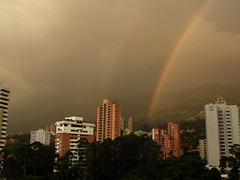 Arco iris sobre El Poblado, Medellin, Colombia / Rainbow over Medellin (jjrestrepoa (busy)) Tags: arcoiris rainbow colombia doublerainbow medellin antioquia elpoblado doblearcoiris