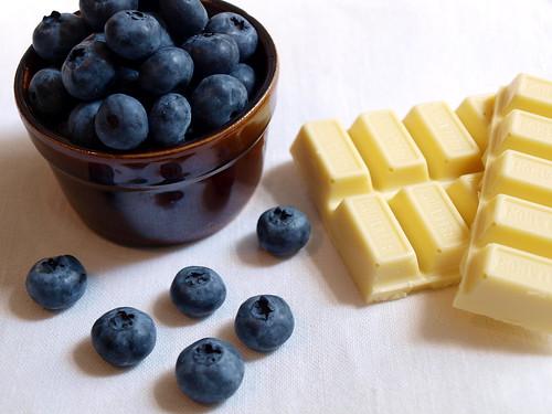Blaubeeren und weiße Schokolade