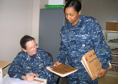Reservist Verifies Service Records (US Navy) Tags: records military sailors reserve militar service technician usnavy uniforme unitedstatesnavy marineros