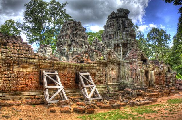 Angkor Wat Wall Brace HDR
