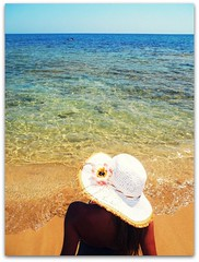 IN PARADISE:::: (nanettesol) Tags: summer woman beach hat mar agua waves chica playa verano sombrero orilla sentada cristalina superlativas