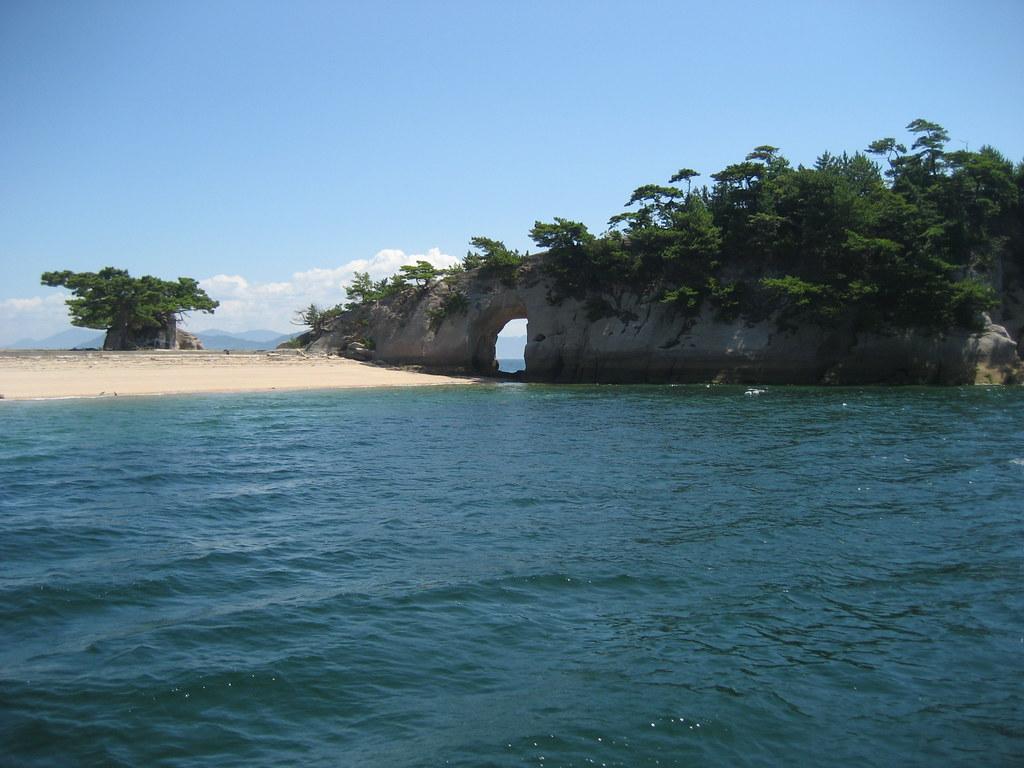 絵の島 (えのしま)、宮島の傍...