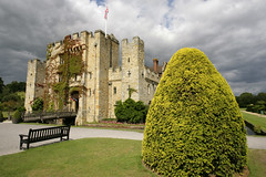 The Kings Castle - hever kent. (Adam Swaine) Tags: county uk greatbritain england sky green castle english beautiful canon countryside kent flora village britain wideangle villages east 1740mm 2010 counties hevercastle englishheritage castlespalacesmanorhousesstatleyhomescottages heartofkent adamswaine wwwadamswainecouk