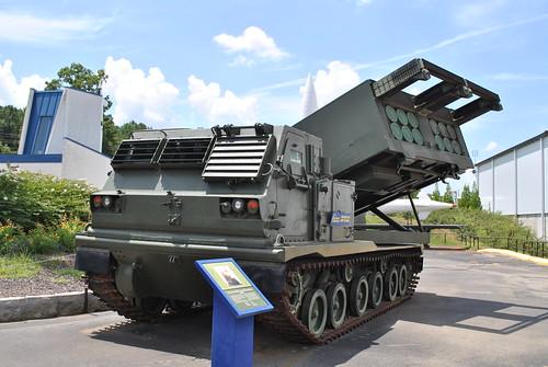 راجمة الصواريخ الامريكية الرهييبة M270 MLRS............ شامل 4924831535_836cddbb39