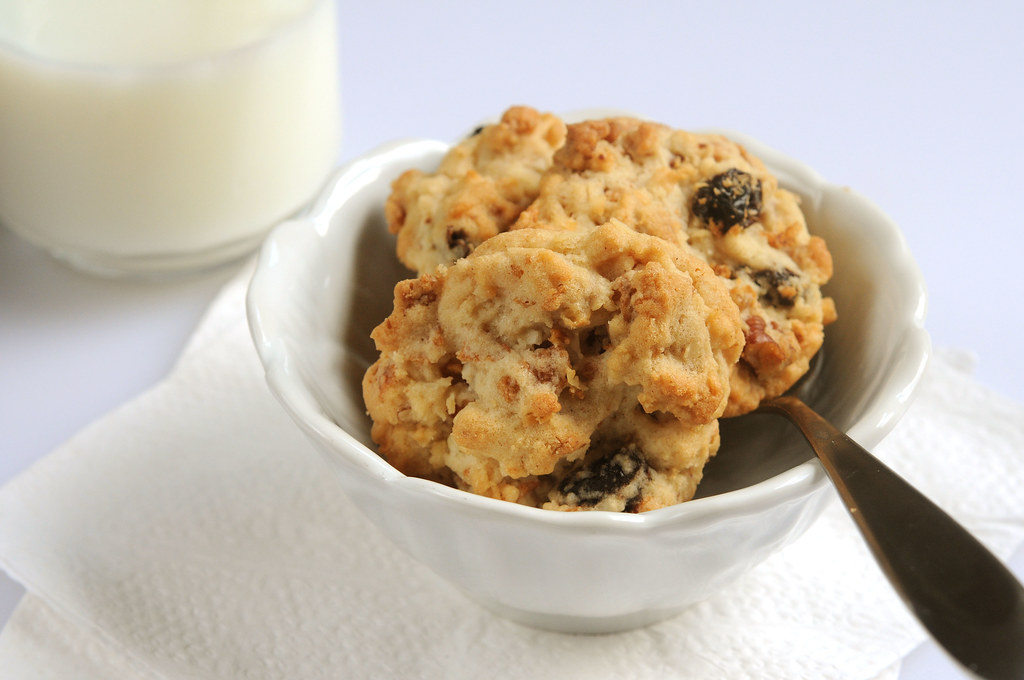 Raisin Bran Crunch Cookies_in a bowl