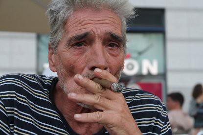 10h21 Barcelona072 Señor fumador