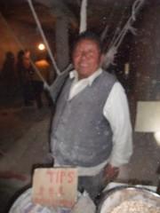 Le meunier d'orge (So_P) Tags: barley crafts tibet flour farine artisanat orge meunier tsompa