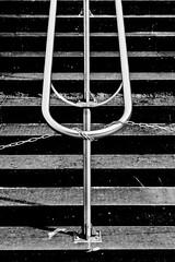unchain my heart (Neu7rinos) Tags: urban architecture facade photo construction bleu ciel samuel industrie ville beton immeuble ligne verre vitre flcikr architercture gometrie samshoot neu7rinos