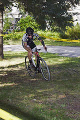 I_To the Lawn Maze (ETCphoto) Tags: grass bike race michigan trail maze traversecity thelawn taped 8509 gtcommons thethirdcoastbicyclefestival twinbayracingcyclocross