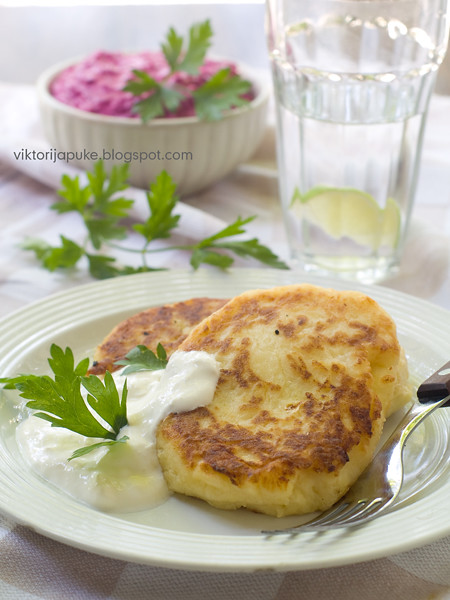 Potato pies with feta