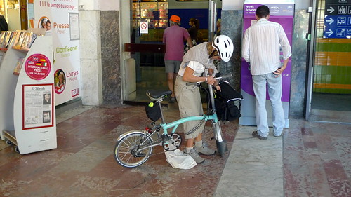 Folding bikes are allowed on all French trains as hand luggage if they're bagged. Photo: Jean-Louis Zimmermann