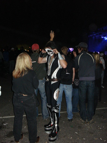 09/0410 Kiss Fans @ MN State Fair During Show