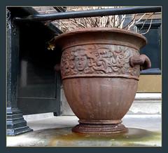 rusty pot (Judy **) Tags: rust roest bloempot 2011 chocoladebruin