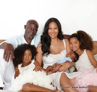 Djimon_Hounsou_Kimora_Lee_Simmon_Baby_Picture_2