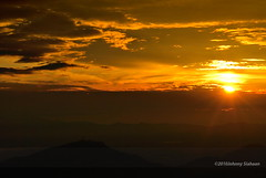 Hutaginjang -D20_9989 (Johnny Siahaan) Tags: sunset mountains misty clouds sunrise indonesia gunung batak toba laketoba sumatera huta danautoba sumaterautara tobalake matahariterbit tapanuliutara hutaginjang taput johnnysiahaan mataharipagi fotodanautoba fotohutaginjang