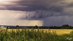 orage à l'horizon (touflou) Tags: stormoragenuagescloudscielskycampagnecountryfranceloiret