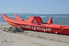 Salvataggio (MarcYz184) Tags: mare lungomare barca maremma toscana spiaggia sea