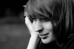 Les vagabondes. (vagabondanse) Tags: portrait blackwhite cigarette femme parc vie douceur naturel