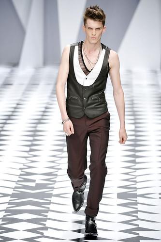 SS11_Milan_Versace0018_William Eustace(VOGUEcom)