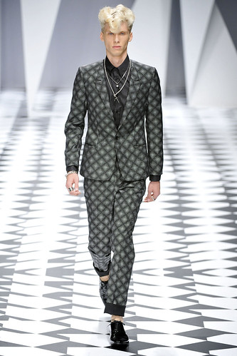 SS11_Milan_Versace0022_Thomas Aoustet(VOGUEcom)