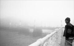 fog VIII (Imanol 6x6) Tags: street sea blackandwhite bw film eh 35mm square landscape kodak trix wave 400 nophotoshop picturesque sansebastian donostia 4m blackdiamond 21mm urbanblackandwhite voigthlander platinumheartaward flickrestrellas skyascanvas