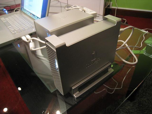 Iomega Aluminium UltraMax & UltraMax Plus External Harddrive