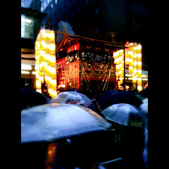 (Masahiro Makino) Tags: apple festival japan umbrella kyoto snap rainy   gion lantern float matsuri 3gs  iphone     naginataboko   photoshopcommobile 20100715233752lls640p