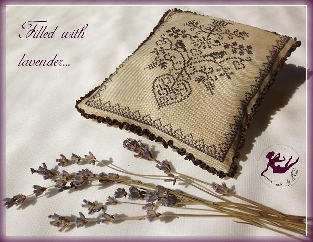 Amitie Alsacienne lavender sachet2_by Nina_2010aug