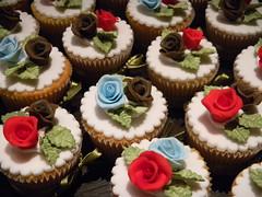 "Super moist lemon cupcakes with lemon cream filling...simply the best! (Sweet Carolina ""The Art of Cake"") Tags: wedding cookies cake brasil design cupcakes saopaulo casamento doces bolos lembrancinhas minibolos sweetcarolina"