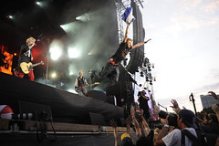 Green Day- Lollapalooza 2010 (Toni Francois) Tags: music chicago festival rock fan concert punk greenday 2010 lollapalooza stagediving
