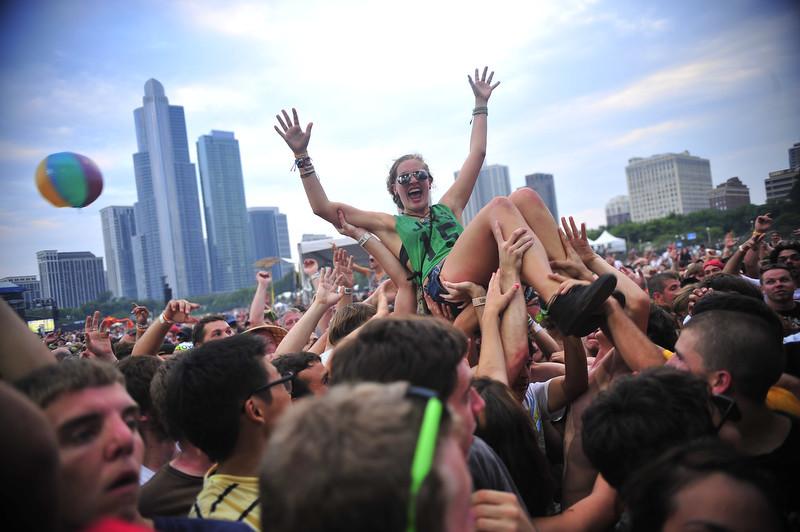 Gaga surfing lady lollapalooza crowd