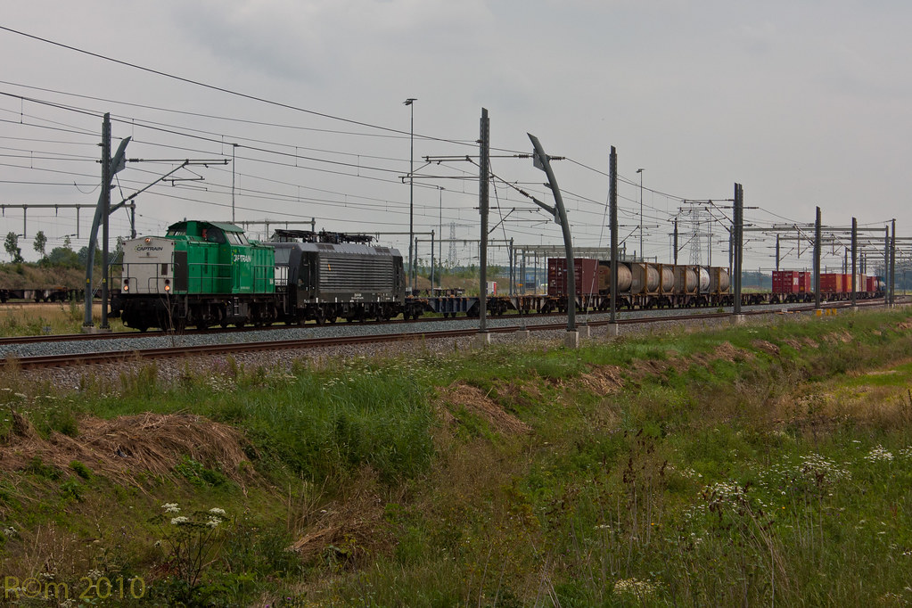 CT 104 + CT 189 094 + containers Brvalo 20100809 1