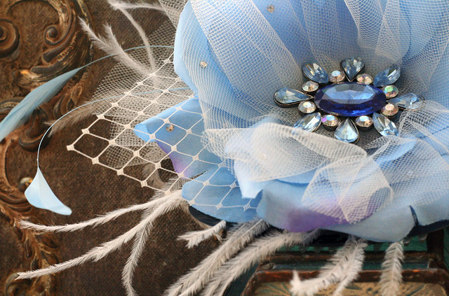 fascinator: baby blue & white (detail)